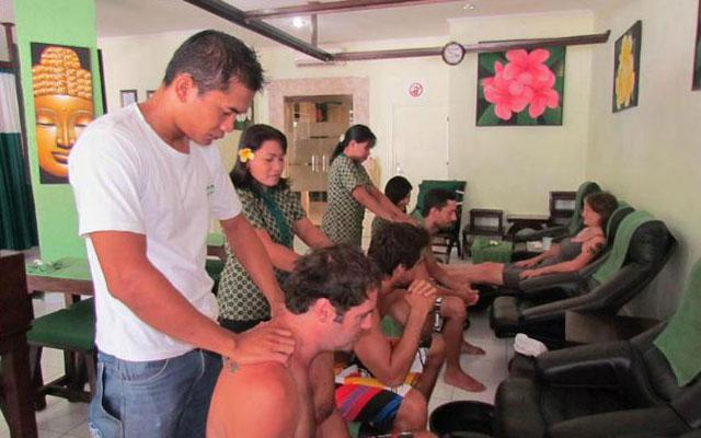 Massage in Legian - PIPs back and neck massage