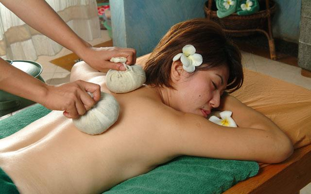 Spa Kuta - Essence Spa : herbal massage