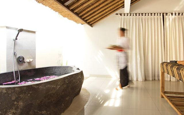 Spa Bali Amed - Bathtub at Disana Spa