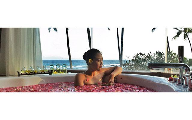 Spa Candidasa - Candi Beach Spa : flower bath