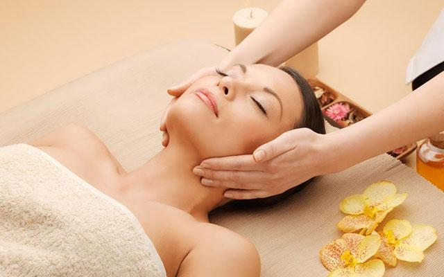 Spa Seminyak - Touched Spa : face massage