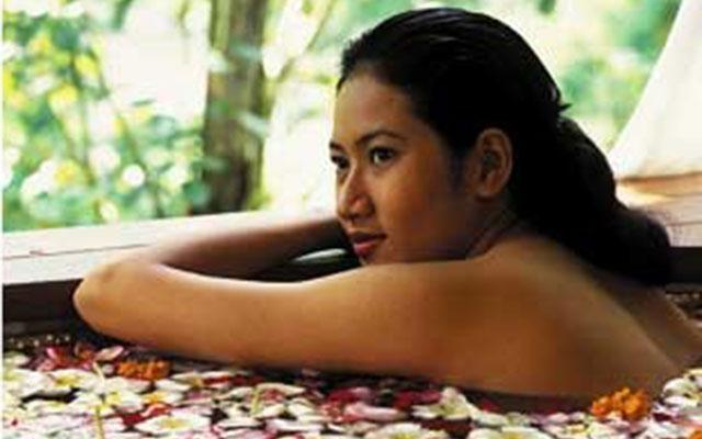 Flower Bath - Maya Ubud Spa