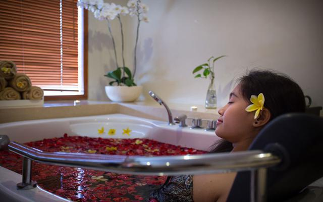 Spa Legian - Praba Spa : flower bath