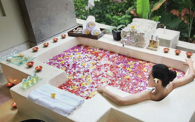 Ubud Spa - Aura At Gangga Spa : Flower Bath