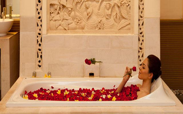 Spa Nusa Dua - Taman Sari Royal Heritage : flower bath