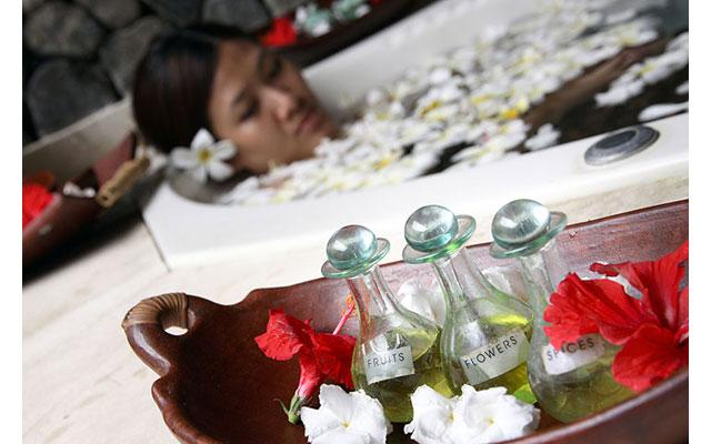 Spa Bali Buleleng - Flower Bath at Taman Sari Spa