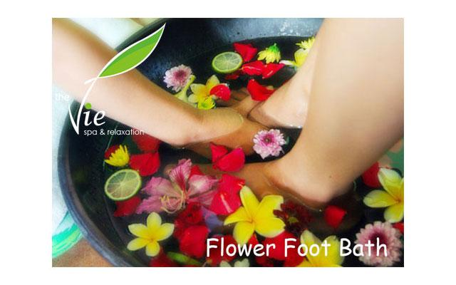 Spa Seminyak - The Vie Spa : foot flower bath