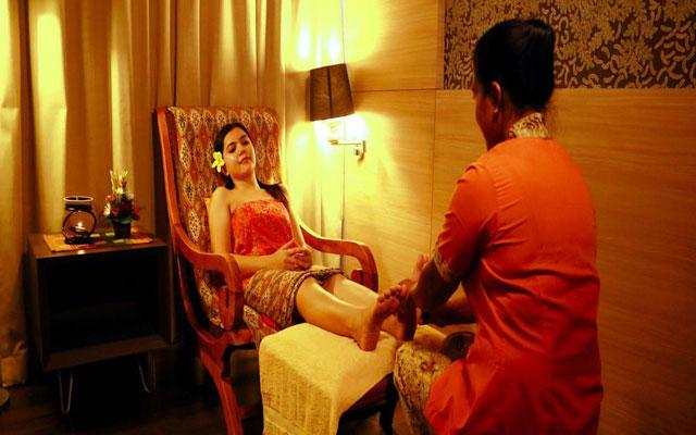 Spa in Bali - B Hotel Spa: Foot Massage
