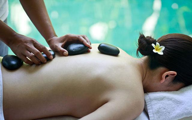 Spa in Ubud - Hot Stone Massage at De Ubud Villas & Spa