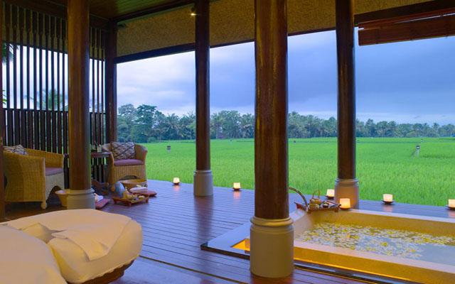 Spa with a view in Bali - The Chedi Spa Ubud - Massage facing ricefield