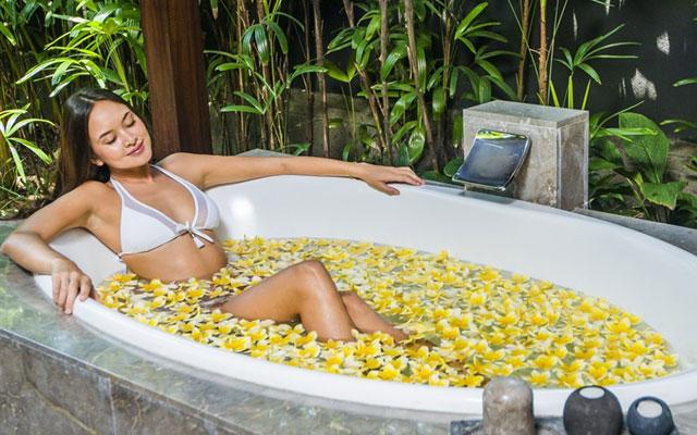 Luxury Day Spa - Peppers Seminyak - Flower Bath