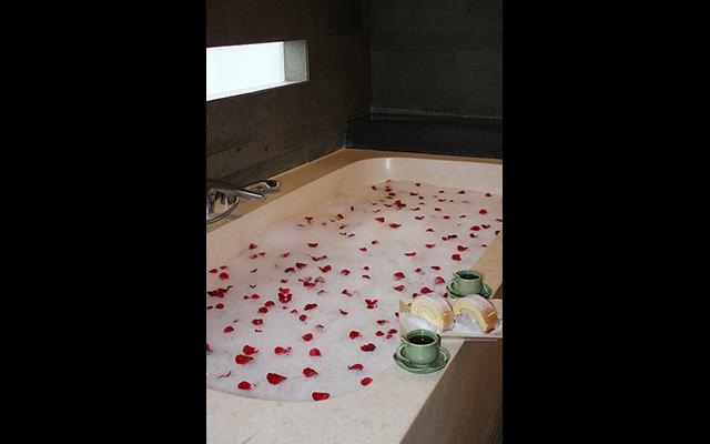 Liang Spa - Watermark Hotel Bali - Flower Bath