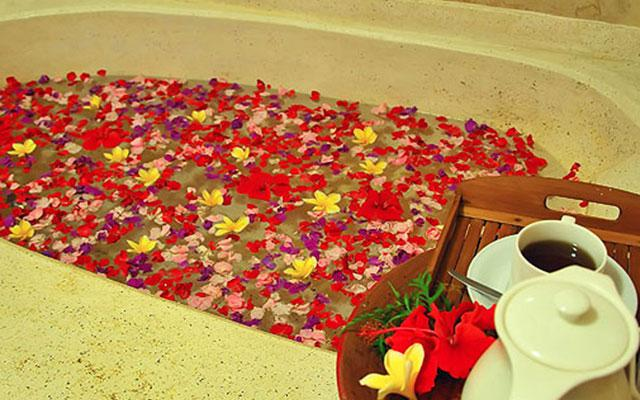 Spa Ubud - Sahadewa Spa : flower bath
