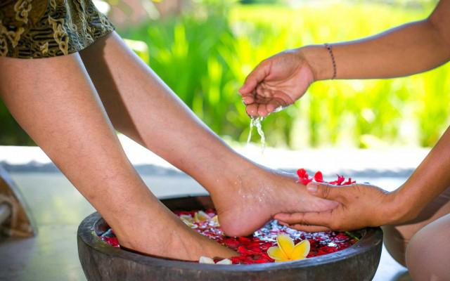 Saren Hotel Ubud - Spa - Foot Treatment