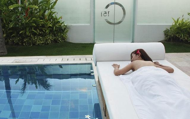 Massage in Seminyak - C151 Spa - Massage by the pool