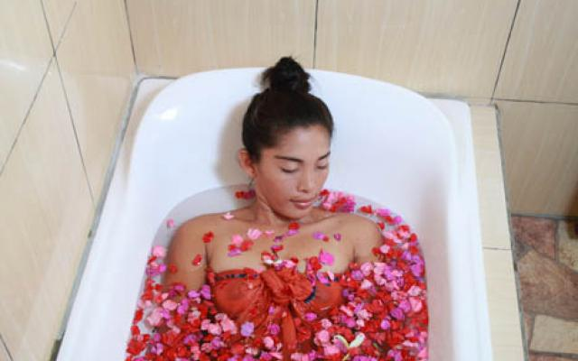 Spa Bali Lembongan - Sunset Coin - Flower Bath