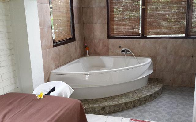 Ubud Spa - Bodyworks Centre : Bath Tub Corner