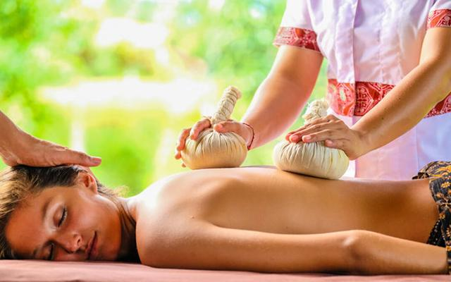 Desa Visesa Spa - Herbal Massage
