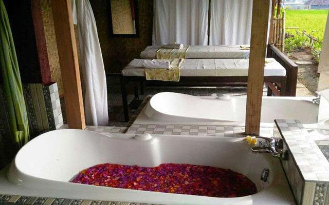 Yuga Traditional Spa Flower Bath