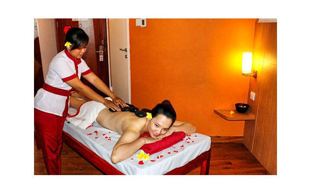 Spa Seminyak - Pudak Ratu Spa : Back Stone massage