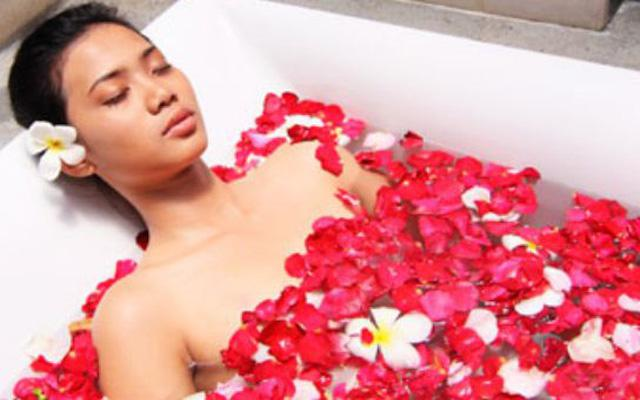 Spa Seminyak - Maya Sayang Spa : flower bath