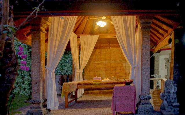 Melka Spa Lovina - Massage by the pool - Balinese Massage